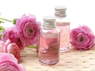 Розовое масло в уходе за лицом