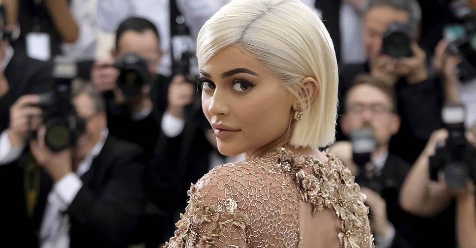 Видео Кайли Дженнер о секретах нанесения ее фирменного макияжа