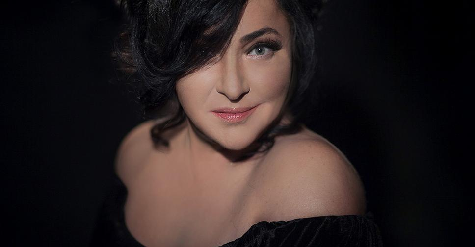 Лолита рассказала о пластической операции и показала макияж, который помогает «из взрослой женщины сделать ничего себе»