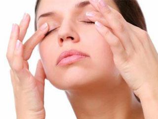 Массаж вокруг глаз против морщин