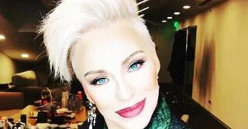65-летняя Ирина Понаровская сделала ультрамодную стрижку и дерзкий макияж